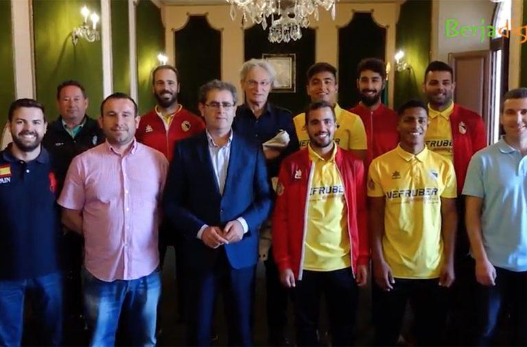 El alcalde recibe al recién ascendido Berja CF