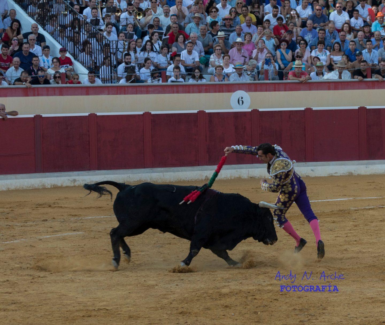 Oreja para Vicens y Fandi, y Castella pincha una gran faena en Berja