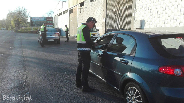 La Policía Local de Berja participa desde el lunes en la campaña de cinturón y sistemas de retención infantil de la DGT
