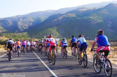 ascenso ciclista a la sierra de gador por la carretera de castala en Berja